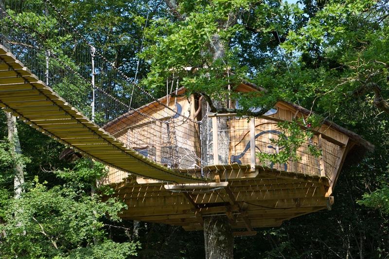 dormir dans une cabane dans les arbres d fiplanet 39 dans la vienne 86. Black Bedroom Furniture Sets. Home Design Ideas
