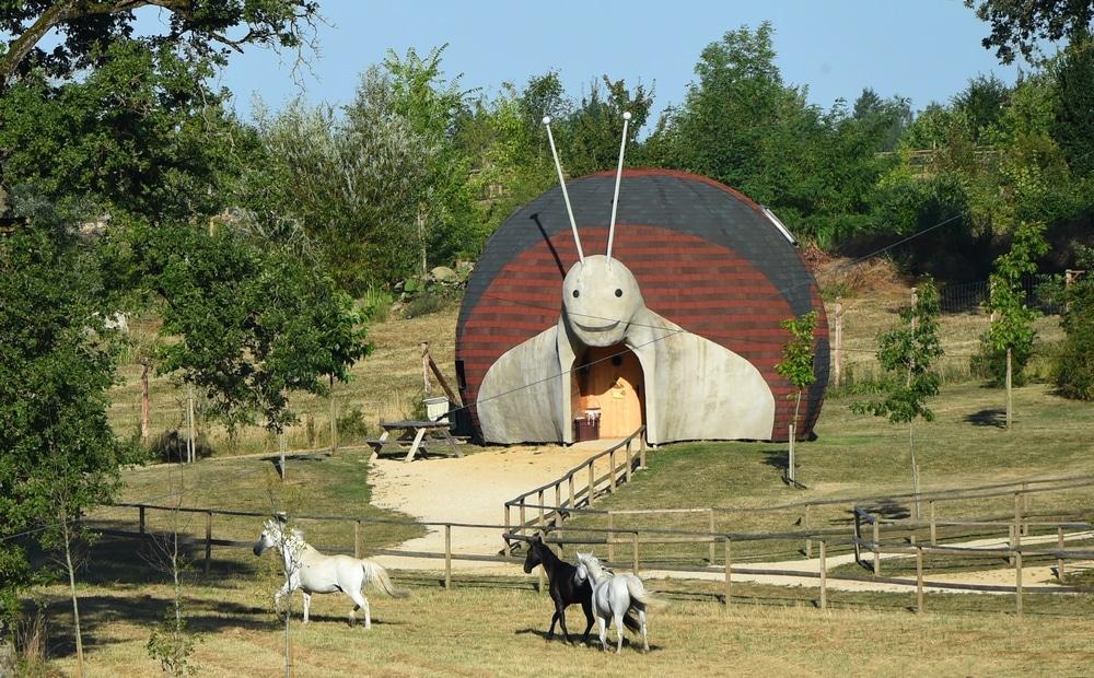 La maison escargot dormez dans un h bergement insolite dans la vienne - La maison des escargots ...
